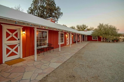 Joshua Tree Ranch House Room # 4 - Restored Vintage Motel in Town!!
