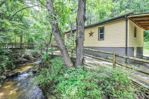 Asheville Creekside Bungalow, 12 min to Downtown! Sleeps 8!