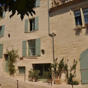 Holiday Apartment in 18th Century Townhouse - Central Uzes