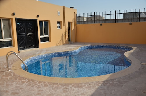 Luxury & spacious villa - Al Kharathiyat