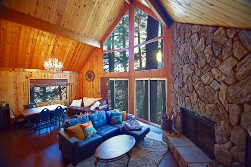 Lake Arrowhead Mountain Chalet in the Treetops With Lake View