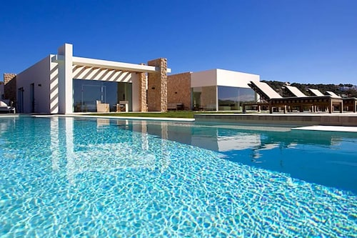 Cala Bassa Villa, Sleeps 10 With Pool and Air Con