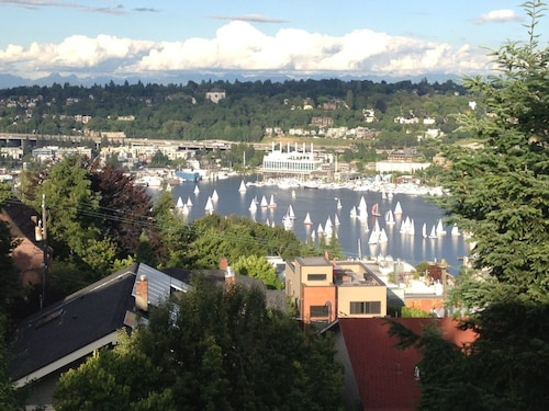 Amazing View! Easy Access to Downtown, Seattle Center, Amazon and More