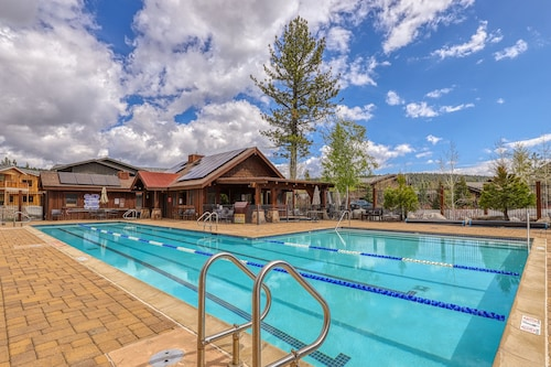 Inviting Truckee Home W/shared Pool, hot Tub, Sports Courts, & Free Wifi!