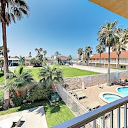 New Listing! Island W/ Pool, Walk To Beach 2 Bedroom Condo