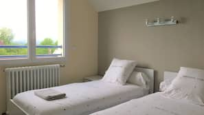 5 bedrooms, cots/infant beds, Internet