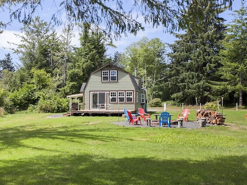 Relax Near a Beautiful Lake at Clatsop Lake House With Sleeping for up to 6!