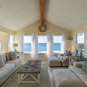 Amazing Ocean Front Home Located in Neskowin With Great View of the Pacific