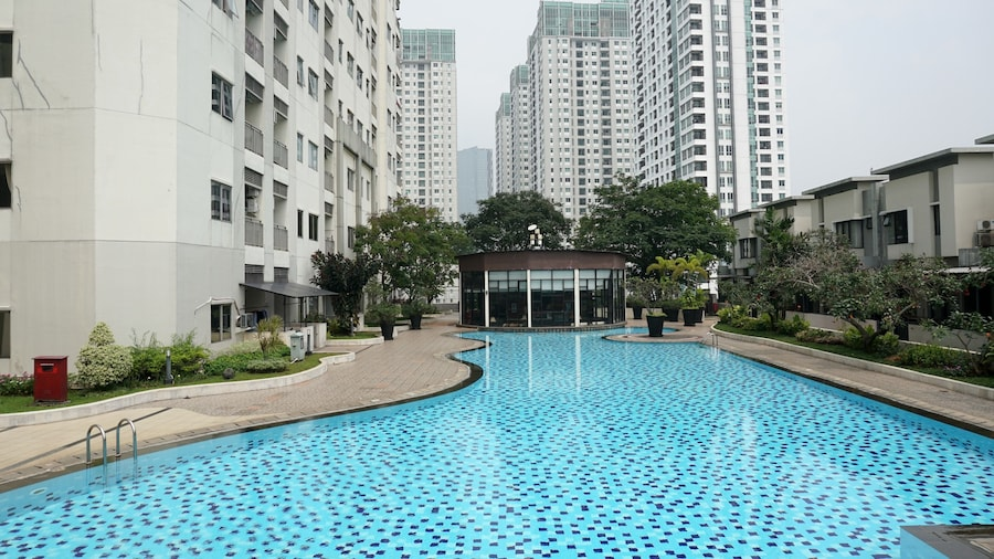 Elegant Pool View 2BR Cosmo Mansion Apartment