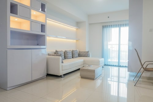 Luxury 2BR Apartment at Supermall Mansion La Riz