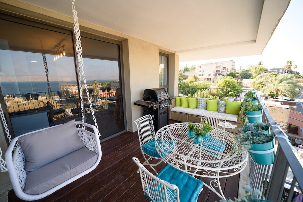 Featured Image, Luxury 2BR Balcony & Sea view