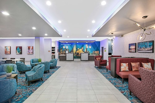 La Quinta Inn & Suites by Wyndham DFW West-Glade Parks