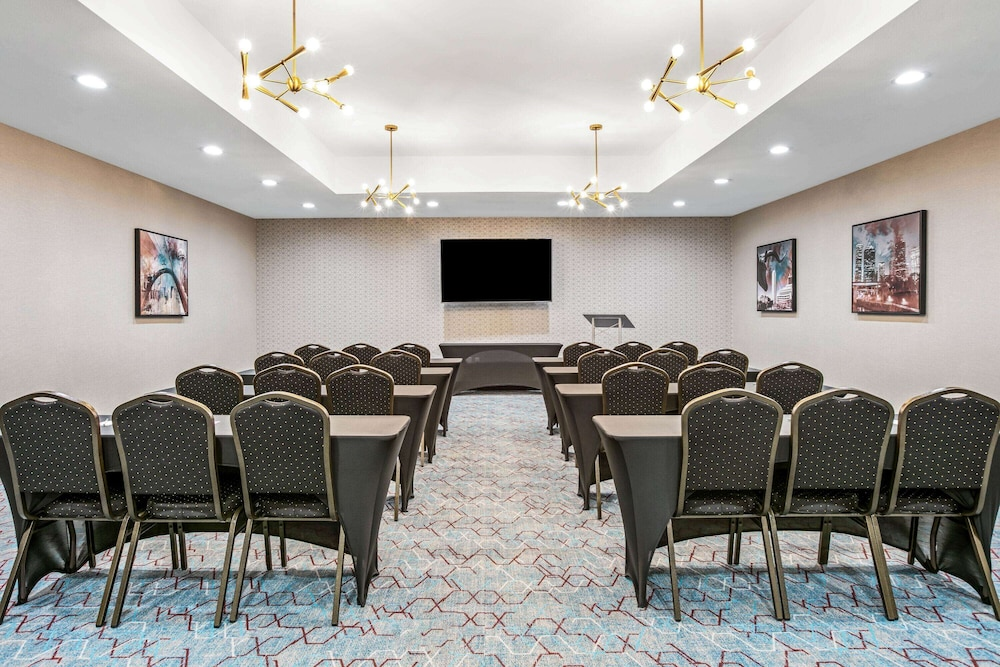 Meeting Facility, La Quinta Inn & Suites by Wyndham DFW West-Glade Parks