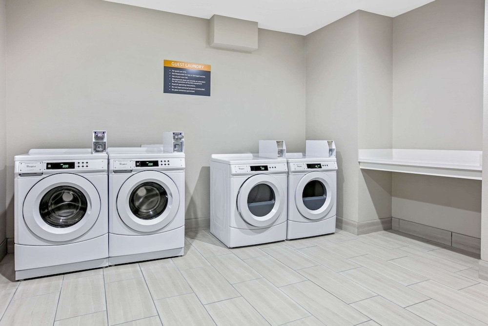 Laundry Room, La Quinta Inn & Suites by Wyndham DFW West-Glade Parks