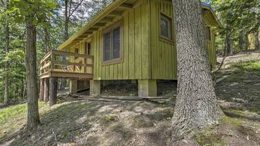 Cabin w/Deck + Ranch - 1 Mi to Raystown Lake!