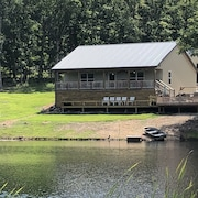 3 Bedroom Cottage on 1.5 ac. Private Lake. 25 Acres of Ozark Woods to Explore
