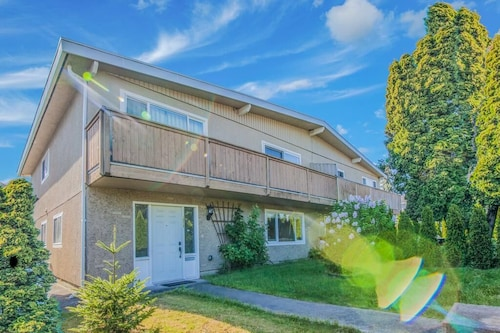 Perfect 3BR Guest Suite Near YVR Airport by Elevate Rooms