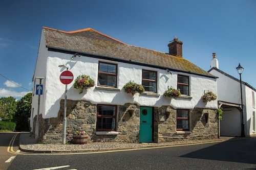Forget-me-not Cottage , A Beautiful Quaint Cottage in the Heart of Mullion