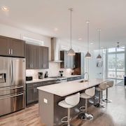 11 New Home In Trendy Melrose District Sleeps 8