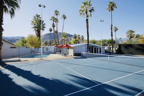 Superb Vacation Getaway Near El Paseo w. Private Tennis Court