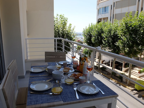 Incredible Brand new Apartment, First Line Lateral sea View, Suitable for Disabled
