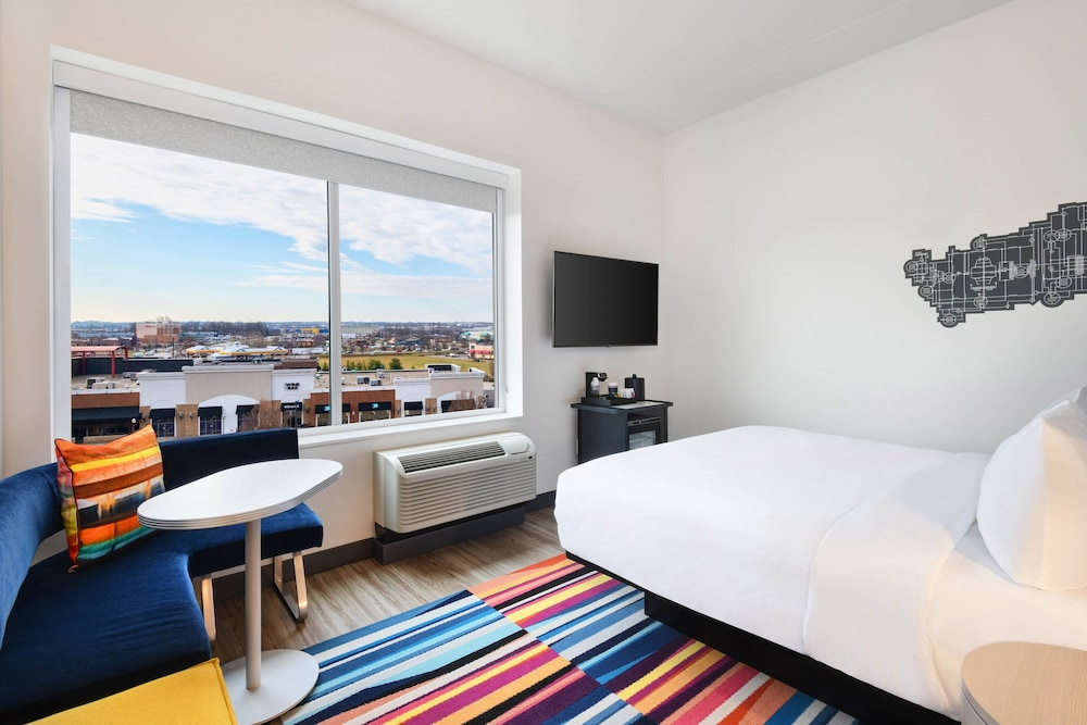 Room, Aloft Cincinnati West Chester