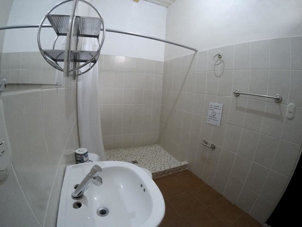 Bathroom, Hostel Casa Brenes