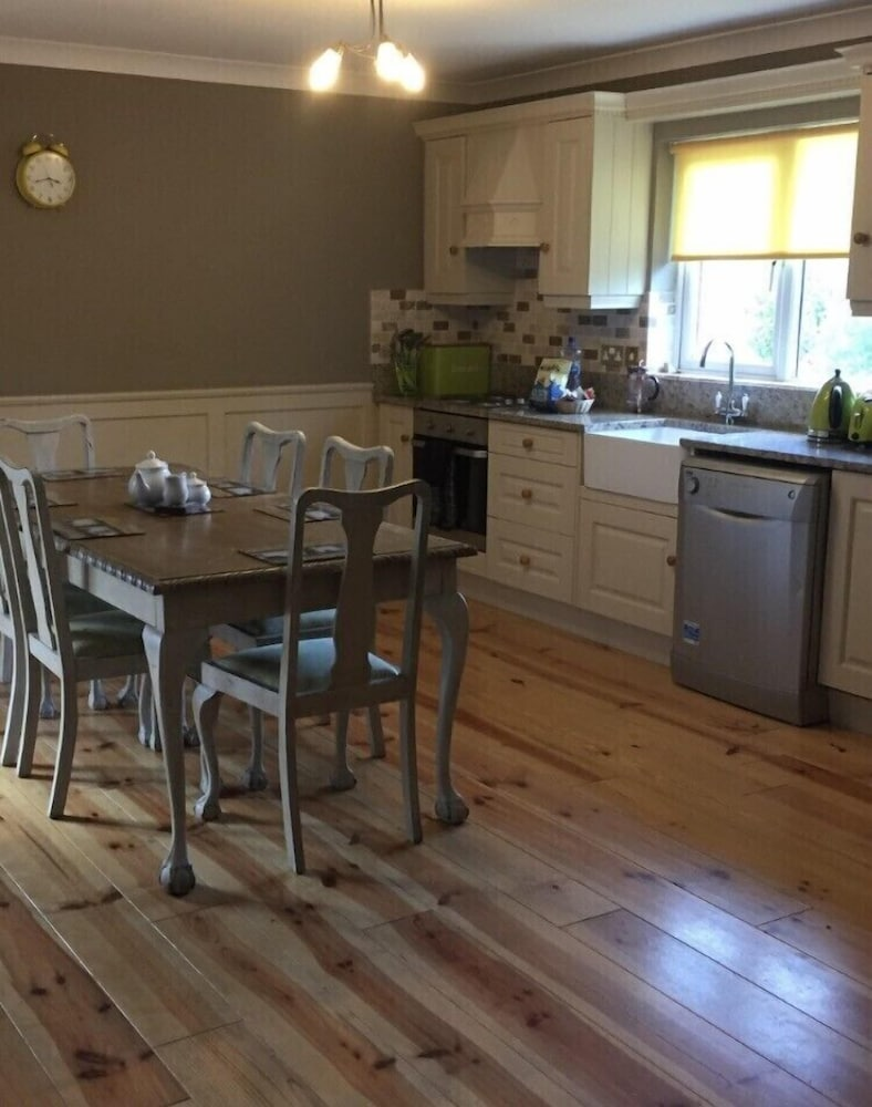 Private Kitchen, Kilcloon Holiday Cottages