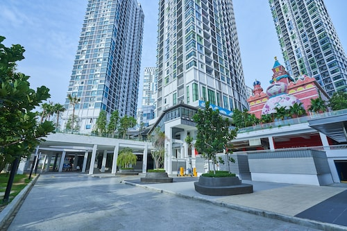 OYO Home 1142 Elegant 1br I-soho I-city