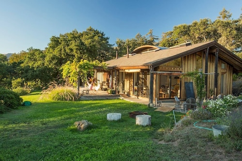 Big Sur Ecomodern Farmhouse Overlooking the Pacific Ocean