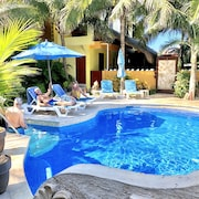 Immaculately Clean, Private Villa! Saltwater Pool, Close to Beach & Town. Bbq!