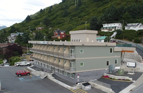 Kodiak Compass Suites