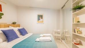 設計每間自成一格、家具佈置各有特色、書桌、手提電腦工作空間