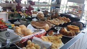 Free daily buffet breakfast