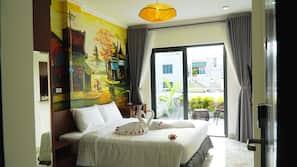 Hypo-allergenic bedding, minibar, desk, blackout curtains