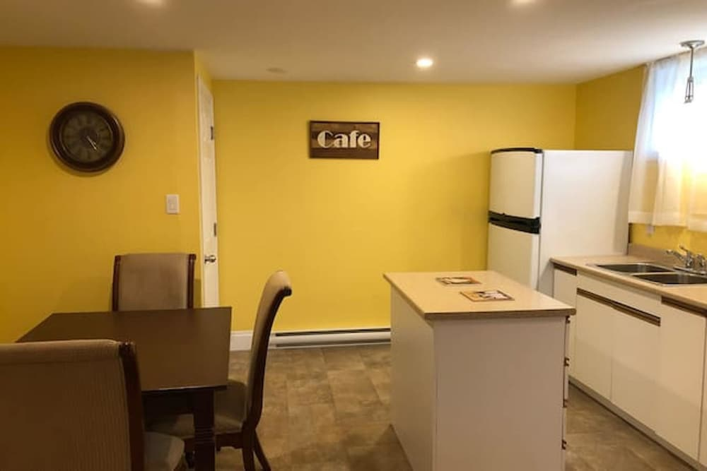Private Kitchen, Apartment With 2 Bedrooms in Bouctouche, With Furnished Garden and Wifi - 42 km From the Beach
