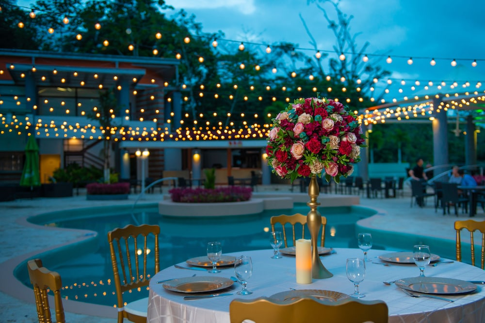 Outdoor Wedding Area, Summit Rainforest & Golf Resort