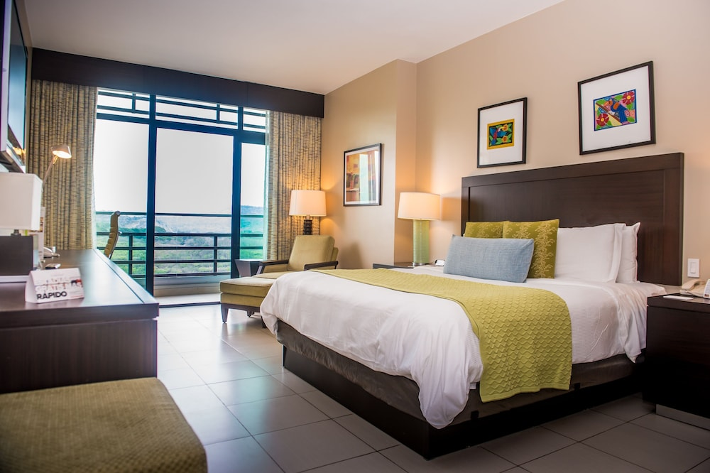 Room, Summit Rainforest & Golf Resort