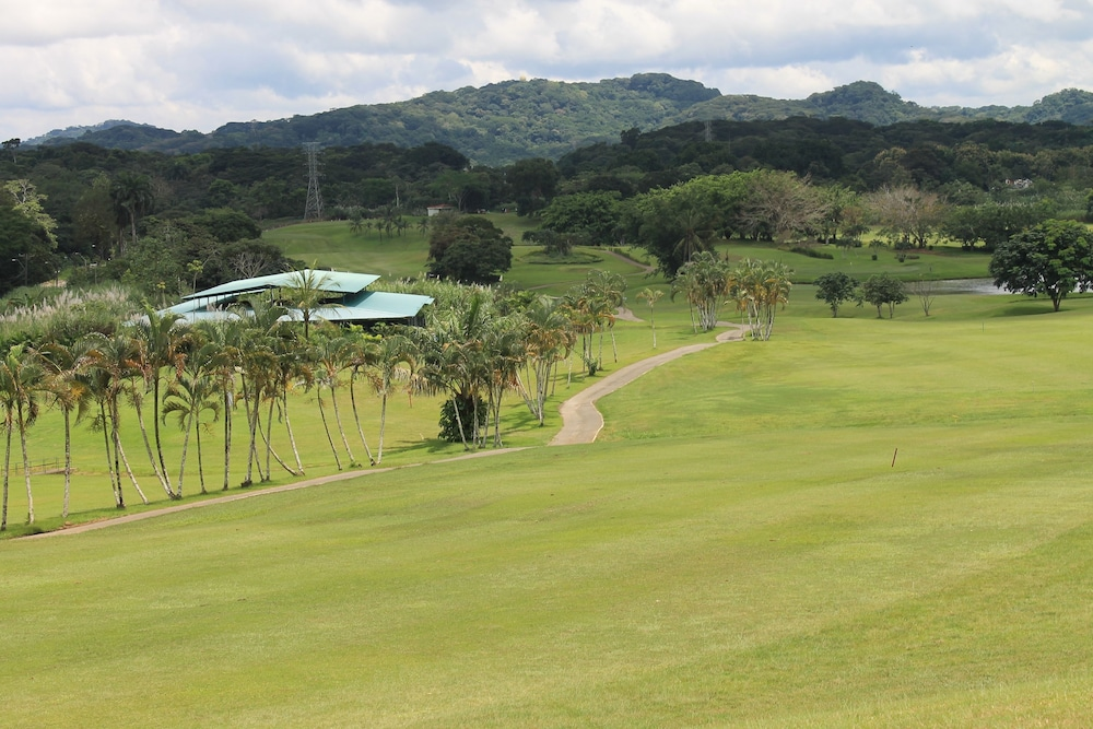 Golf, Summit Rainforest & Golf Resort