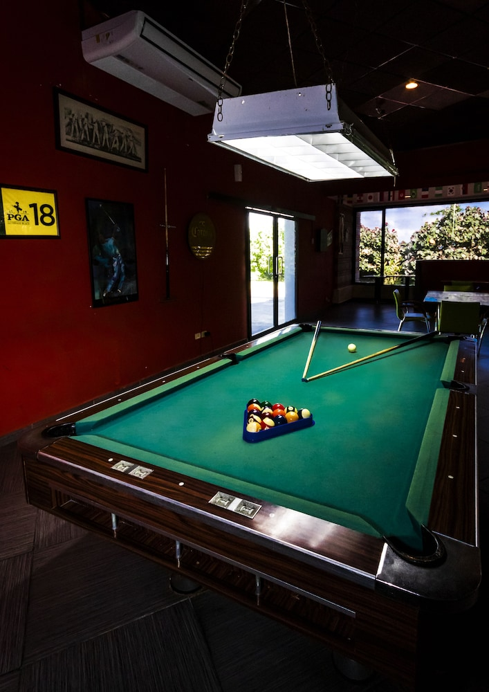 Billiards, Summit Rainforest & Golf Resort