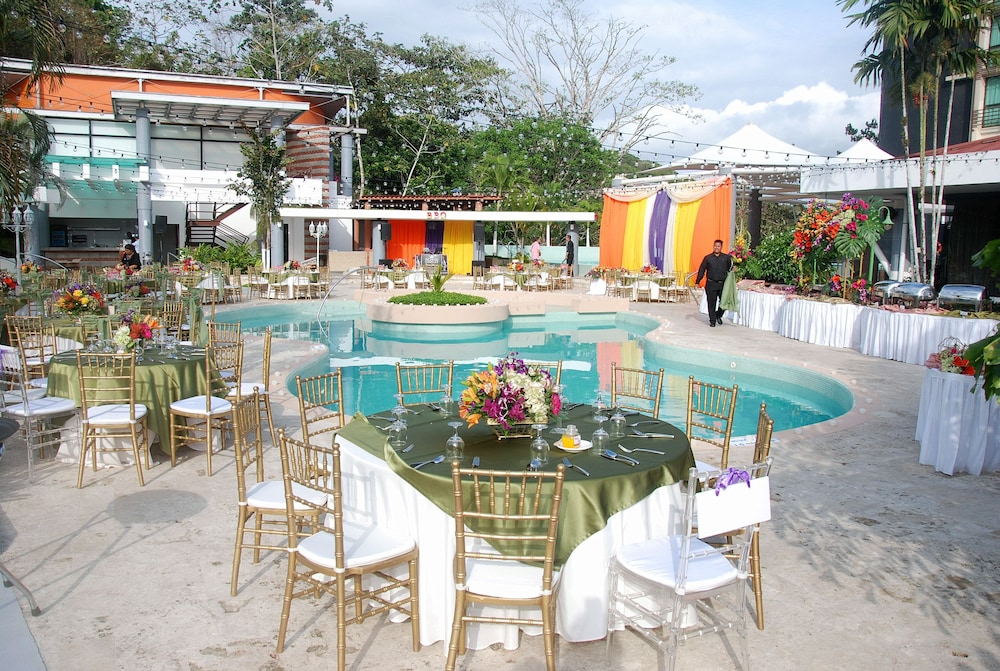 Outdoor Banquet Area, Summit Rainforest & Golf Resort