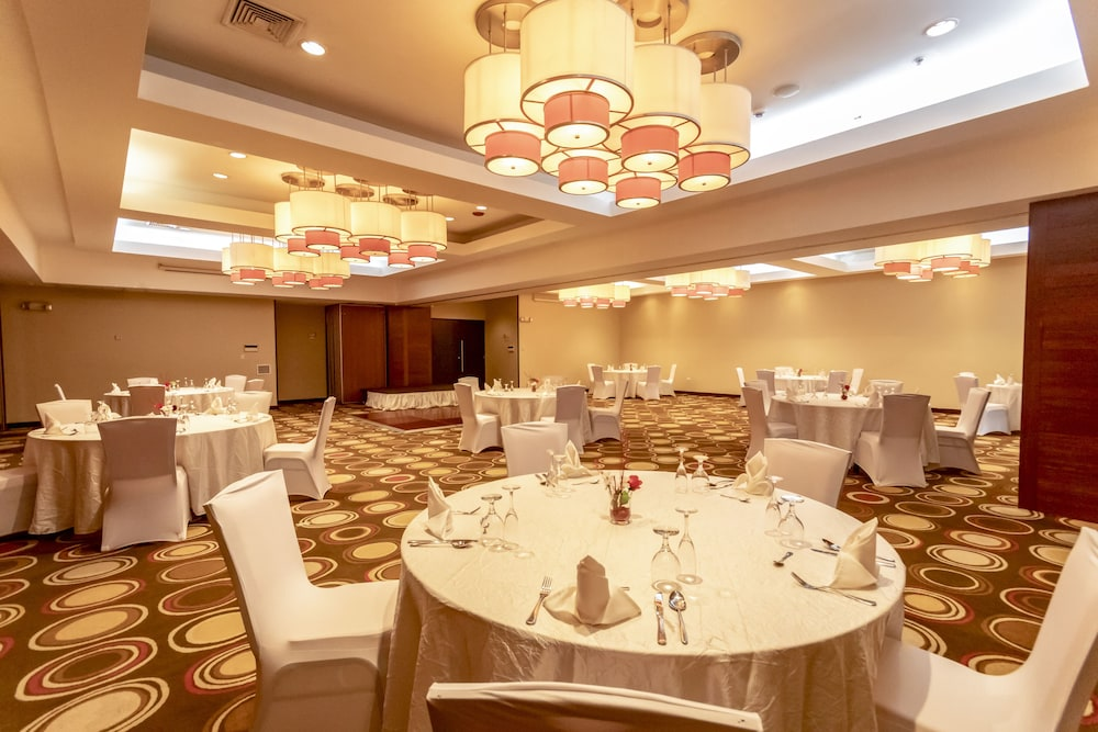 Banquet Hall, Summit Rainforest & Golf Resort
