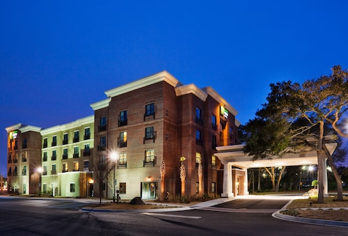 Great Place to stay Holiday Inn Express & Suites Mt. Pleasant near Mount Pleasant