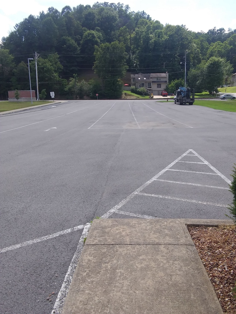 Parking, Brookshire Inn & Suites