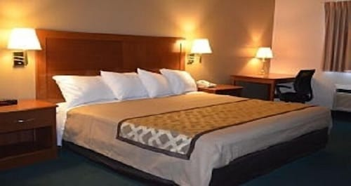 Room, Brookshire Inn & Suites