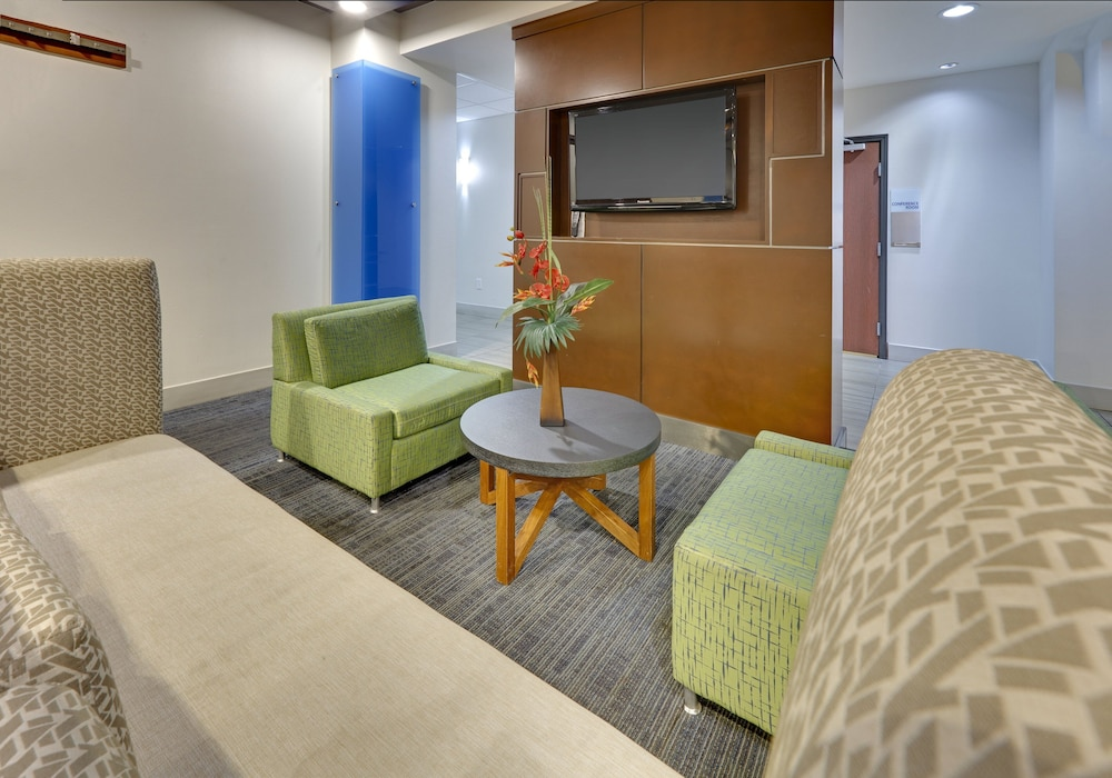 Lobby, Holiday Inn Express & Suites Denton UNT- TWU