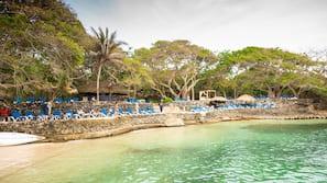 Immersioni subacquee, snorkeling, un bar sulla spiaggia, kayak