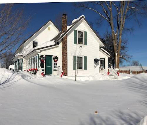 Great Place to stay The Rendezvous Bed & Breakfast near Lowell