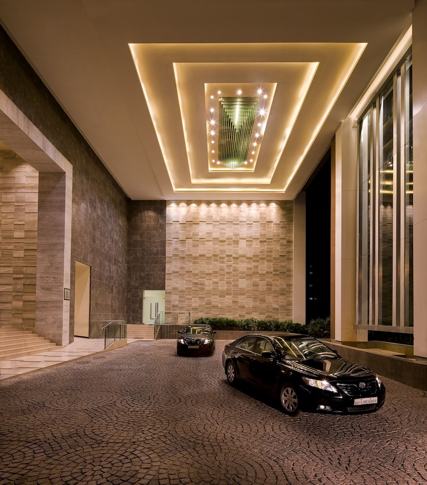Property Entrance, Courtyard by Marriott Ahmedabad