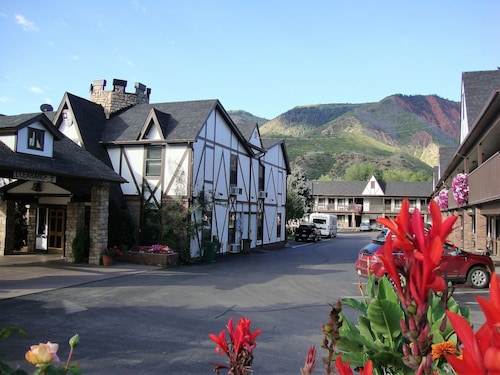 Hotels near iron mountain hot springs glenwood springs top 10 silver spruce inn mightylinksfo